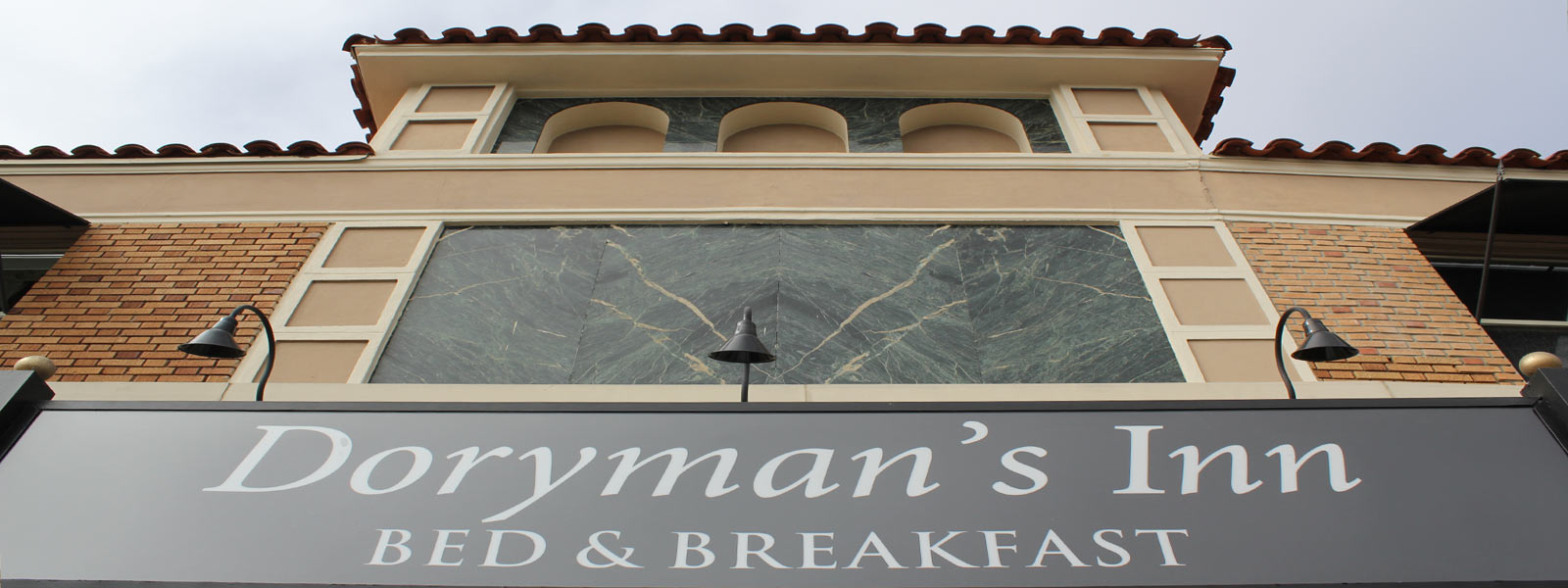 Front entrance Dorymans Inn